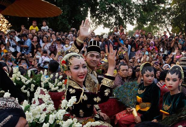 Cùng ngắm thêm 22 bộ váy cưới truyền thống tuyệt đẹp trên toàn thế giới - Ảnh 17.