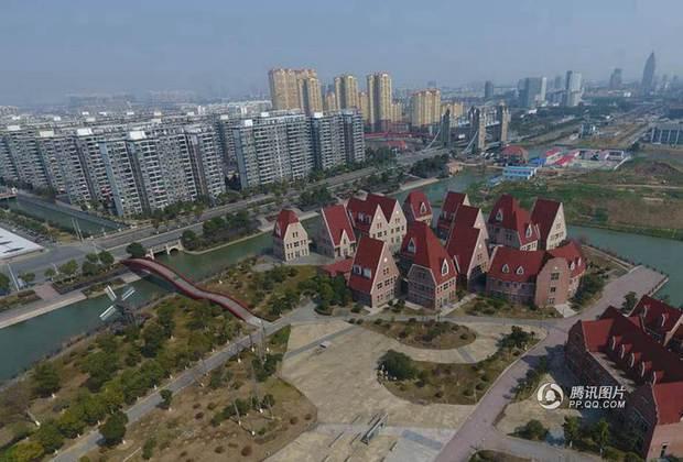 Trung Quốc: Hòn đảo ma toàn dinh thự đắt tiền giữa lòng thành phố Tô Châu - Ảnh 10.