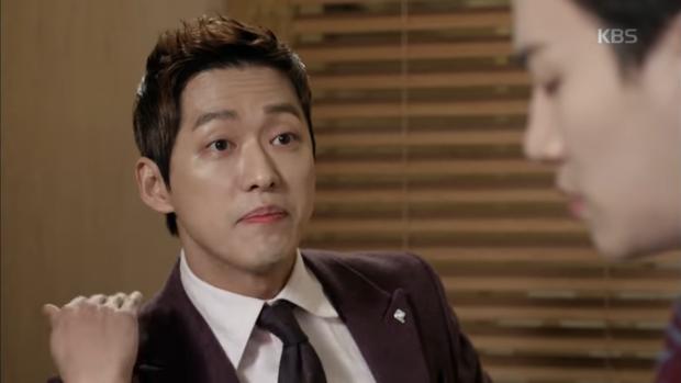 """""""Sếp Kim"""" siêu lầy: Nam Goong Min """"cosplay"""" cảnh catwalk kinh điển của Goblin - Ảnh 17."""