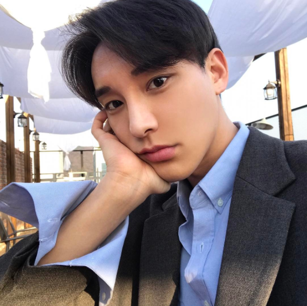 3 từ chính xác nhất để mô tả về chàng trai Hàn Quốc này? Rất đẹp trai! - Ảnh 2.
