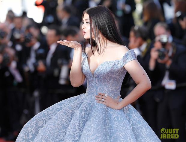Cận cảnh chiếc đầm Lọ Lem đẹp nín thở của Hoa hậu đẹp nhất thế giới Aishwarya Rai trên thảm đỏ Cannes - Ảnh 9.