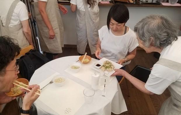 Ghé thăm nhà hàng ở Nhật Bản nơi thực khách yêu cầu món này nhưng lại được phục vụ món kia - Ảnh 4.