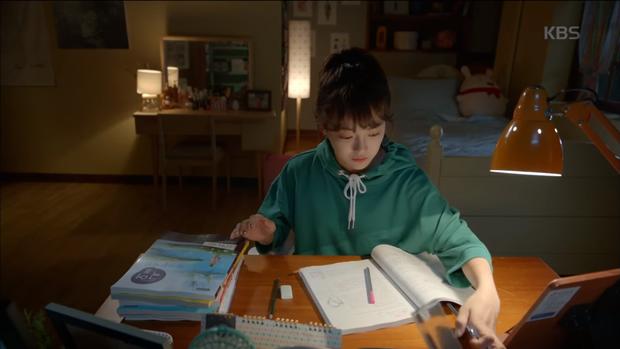 """Xem hết tập 1 """"School 2017"""", ai cũng hiểu vì sao Kim Yoo Jung từ chối dự án này! - Ảnh 10."""