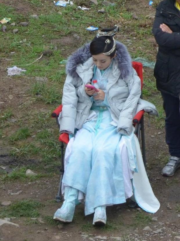 Dở khóc dở cười với những chiêu ăn gian chiều cao của sao Cbiz bị netizen bắt thóp - Ảnh 13.