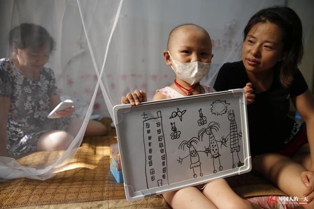 Nhật ký phiêu bạt ở Bắc Kinh của trẻ em mắc bệnh ung thư phải ở trong những căn nhà chật chội, kiếm tìm hy vọng sống - Ảnh 6.