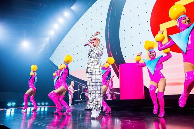 Sau Rihanna, đến lượt Katy Perry diện thiết kế của Công Trí và diện hẳn 3 bộ! - Ảnh 6.