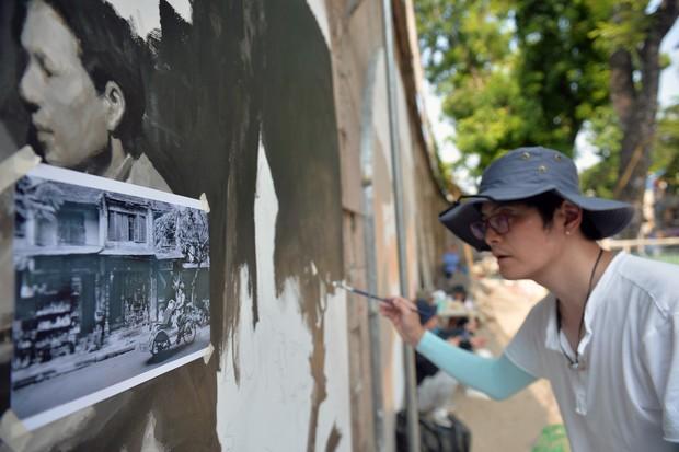 Hà Nội: Những bức bích họa đầu tiên được khai bút trên phố Phùng Hưng - Ảnh 9.