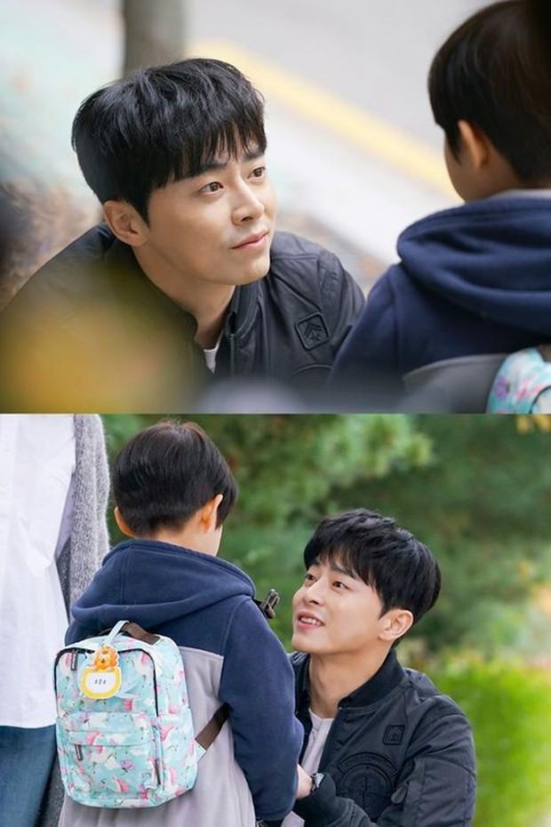 Vừa cool ngầu vừa lầy lội, bảo sao fan mê tít Jo Jung Suk trong Two Cops! - Ảnh 7.