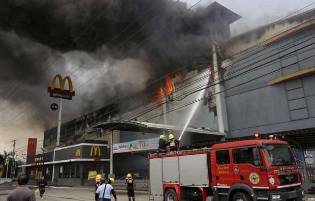 Tổng thống Philippines không kìm được nước mắt khi nghe tin 37 người thiệt mạng trong vụ hỏa hoạn - Ảnh 9.