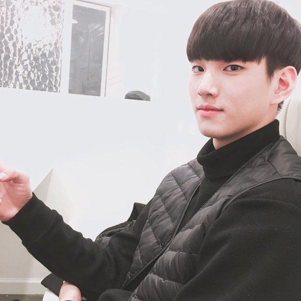 VĐV bóng chuyền thôi mà, đâu nhất thiết phải đẹp trai như Kim Soo Hyun thế này hả trời! - Ảnh 11.