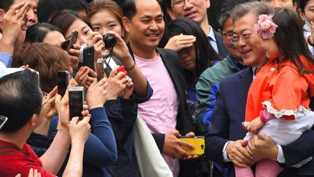 Tổng thống Hàn Quốc gây ấn tượng bởi hàng loạt hình ảnh gần gũi và bình dị đến nhường này - Ảnh 6.