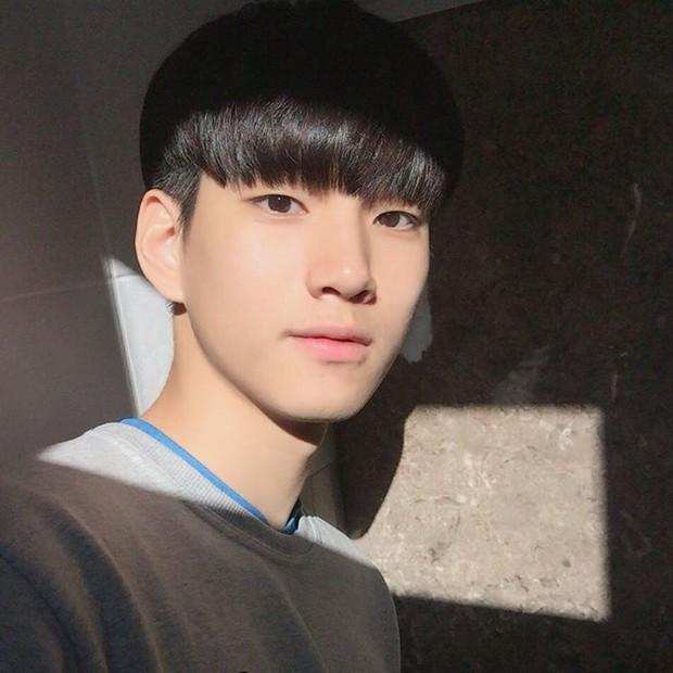 VĐV bóng chuyền thôi mà, đâu nhất thiết phải đẹp trai như Kim Soo Hyun thế này hả trời! - Ảnh 6.