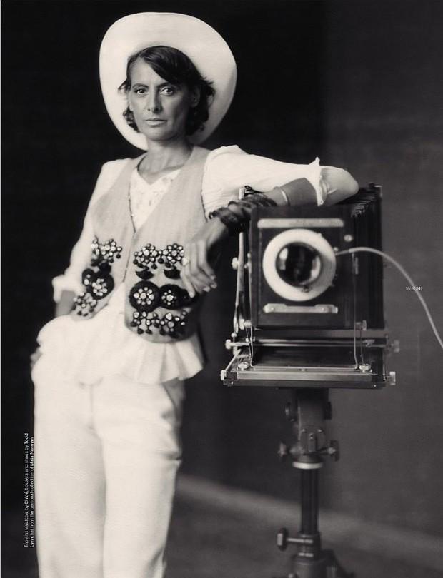 Large Format:  Ông tổ của ngành nhiếp ảnh hiện đại và những tấm ảnh có thể to như bức tranh treo tường - Ảnh 1.