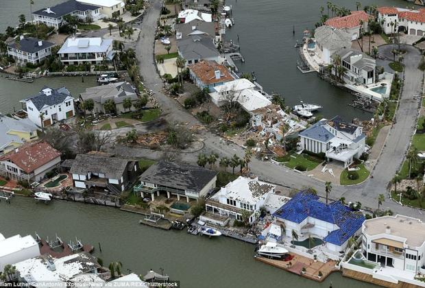 Chùm ảnh trước - sau cho thấy hậu quả kinh hoàng mà siêu bão mạnh nhất thập kỷ gây ra cho nước Mỹ - Ảnh 18.