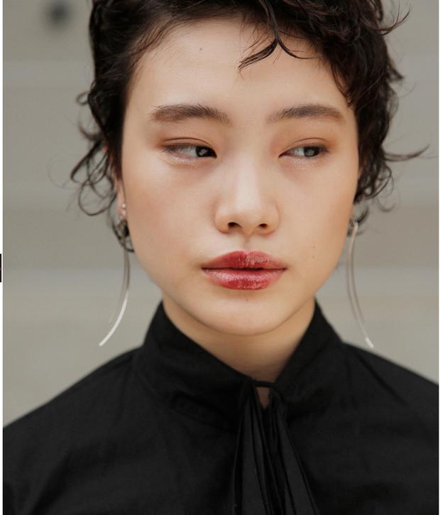 10 xu hướng makeup mùa thu tuyệt đẹp từ sàn runway con gái châu Á có thể áp dụng ngon ơ - Ảnh 23.