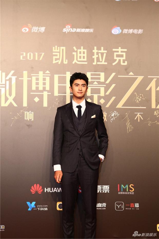 Thảm đỏ Weibo Films Night: Dương Mịch khoe vòng một căng đầy, Mỹ Nhân Ngư Lâm Duẫn sang chảnh đè bẹp đồng nghiệp - Ảnh 17.