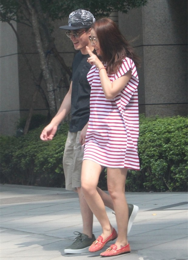 Trải qua 1 năm hôn nhân sóng gió, Lâm Tâm Như - Hoắc Kiến Hoa ngày càng tình tứ và hạnh phúc bên nhau - Ảnh 3.
