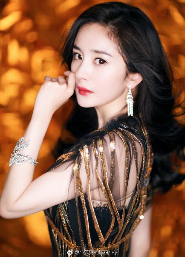 Thảm đỏ iQiYi: Dương Mịch cân cả dàn mỹ nhân Cbiz, bạn gái Trương Hàn nhan sắc ngày càng lên hương - Ảnh 5.