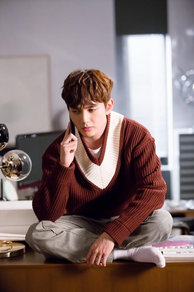 Yoo Seung Ho đã đẹp chết người, người yêu mới của anh còn xuất sắc hơn cả Kim So Hyun - Ảnh 4.