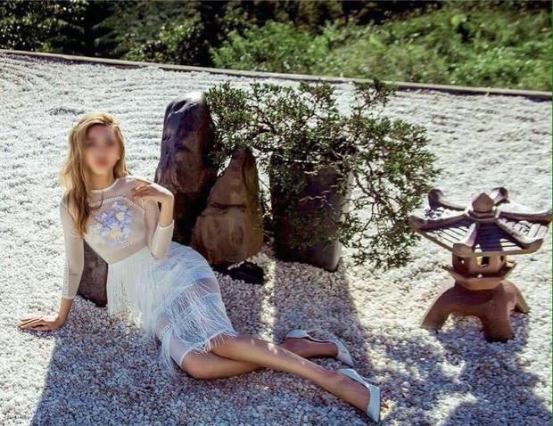 Hình ảnh phản cảm của cô gái ăn mặc hở hang, chụp ảnh uốn éo tại ngôi chùa quay MV Lạc Trôi - Ảnh 2.