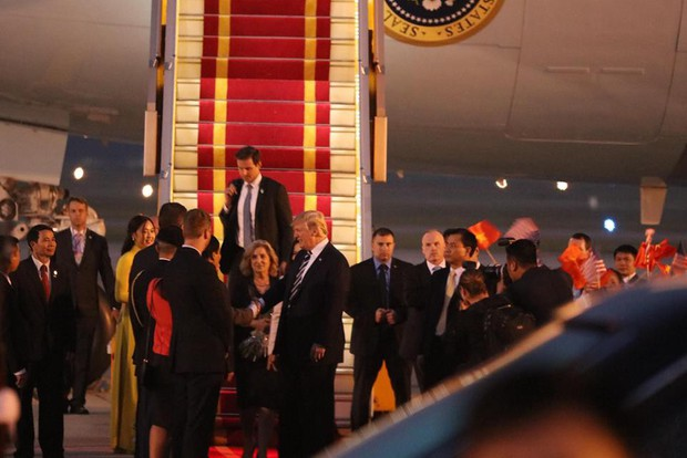 Tổng thống Mỹ Donald Trump đến Hà Nội, an ninh thắt chặt ở các tuyến phố trung tâm - Ảnh 15.