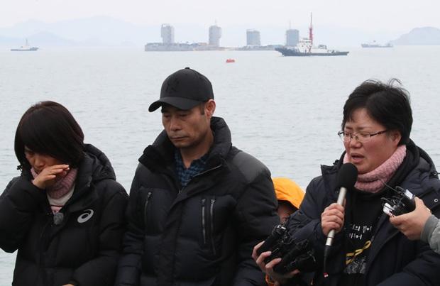 Câu chuyện buồn về 9 nạn nhân vẫn chưa được tìm thấy trong thảm kịch chìm phà Sewol - Ảnh 9.