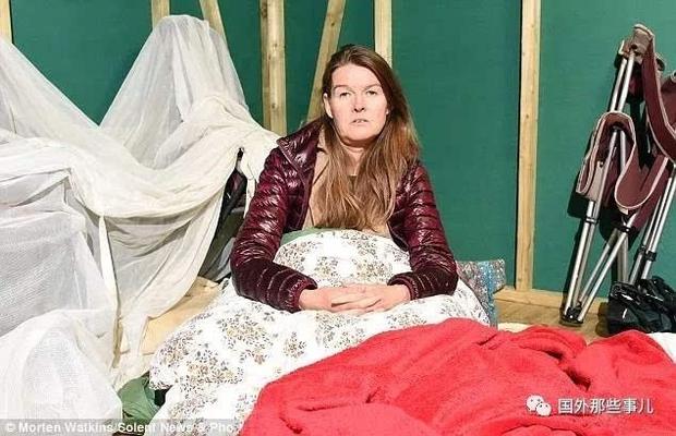 Căn bệnh quái ác: Dị ứng với Wifi và sóng điện từ, người phụ nữ dựng lều trong rừng để sống  - Ảnh 1.