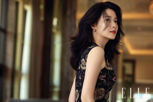 2 bà hoàng Lee Young Ae và Jeon Ji Hyun đụng độ: Quá mãn nhãn và không chỉ còn là đọ nhan sắc - Ảnh 1.