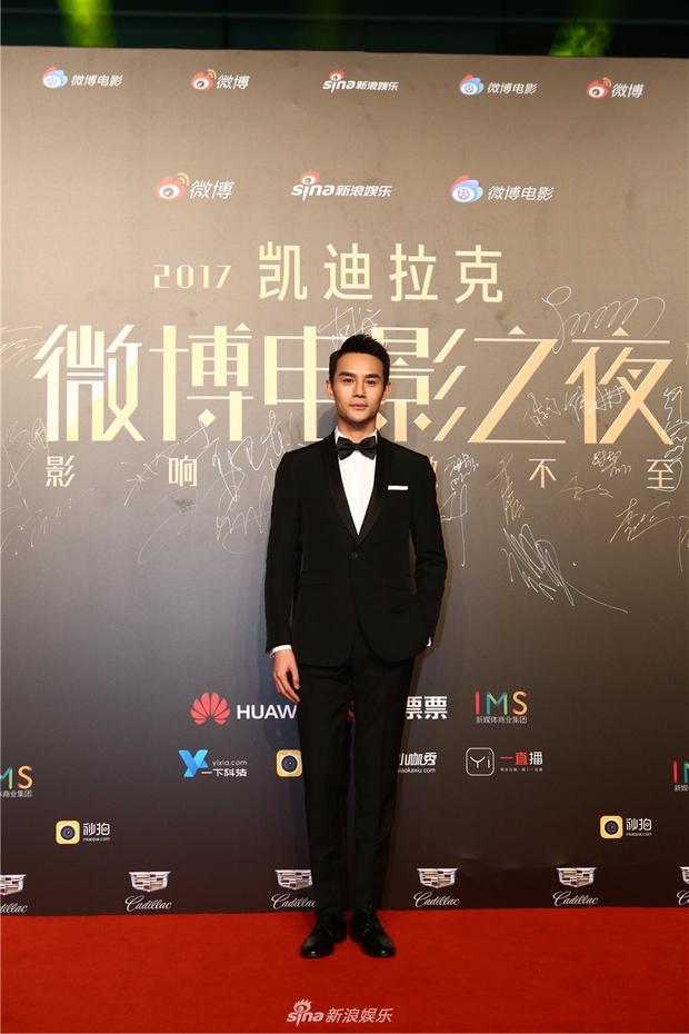 Thảm đỏ Weibo Films Night: Dương Mịch khoe vòng một căng đầy, Mỹ Nhân Ngư Lâm Duẫn sang chảnh đè bẹp đồng nghiệp - Ảnh 18.