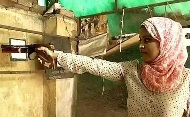 Nữ xạ thủ vô địch bắn súng Ấn Độ cứu em chồng khỏi bọn bắt cóc tống tiền - Ảnh 1.
