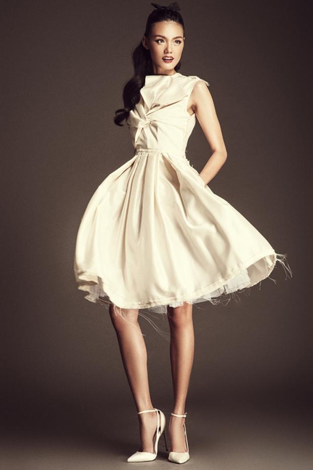 Netizen cho rằng BST của Angela Phương Trinh giống hết đồ các shop bán từ lâu - Ảnh 15.