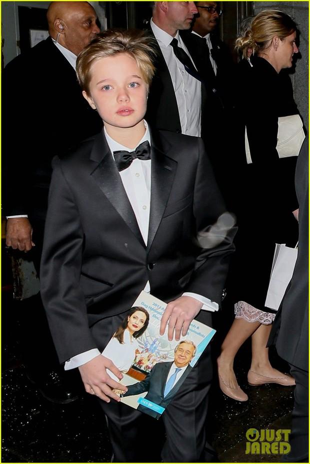 Pax Thiên diện suit lịch lãm, ra dáng người đàn ông chững chạc hộ tống Angelina Jolie tại sự kiện - Ảnh 10.