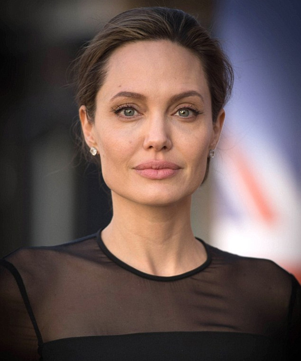 Hội chứng liệt nửa cơ mặt mà Angelina Jolie mắc phải có thể xảy ra ở người trẻ - Ảnh 1.