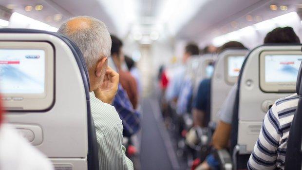 Những bê bối ẩn giấu phía sau vụ hãng hàng không lớn thứ 2 thế giới đối xử thô bạo với hành khách - Ảnh 3.