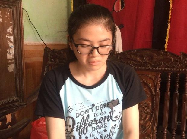 """Nữ sinh chịu tang mẹ đạt 27,8 điểm kỳ thi THPT Quốc gia: """"Ước mơ của mẹ là em vào trường Ngoại thương"""" - Ảnh 1."""