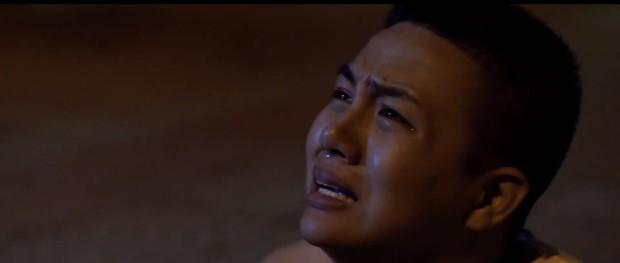 Duy Khánh bị cha ép mặc đồ con gái rồi hiếp dâm trong tập 3 Bầu trời của Khánh - Ảnh 8.