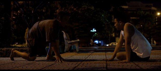 Duy Khánh bị cha ép mặc đồ con gái rồi hiếp dâm trong tập 3 Bầu trời của Khánh - Ảnh 9.