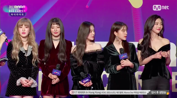 Thảm đỏ MAMA Hồng Kông: Song Joong Ki, Lee Young Ae mê mẩn Wanna One, Song Ji Hyo và em út Red Velvet hở bạo - Ảnh 37.