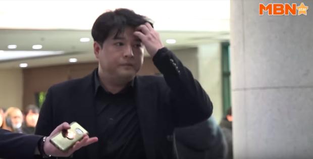 Đám tang Jonghyun (SHINee): Dàn sao và fan ôm mặt khóc tiễn