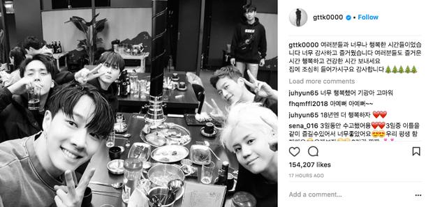 Sao Hàn và Thái đón Giáng Sinh: Wanna One, Big Bang mừng lễ trên sân khấu, Seventeen và NUEST bê than làm từ thiện - Ảnh 15.