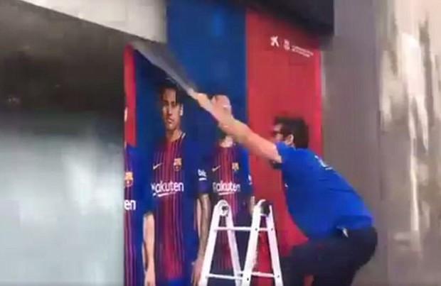 CĐV Barca đốt áo, nguyền rủa kẻ phản bội Neymar - Ảnh 7.