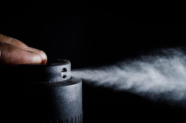 Deodorant Challenge: Trào lưu bình xịt của giới trẻ Anh và những nguy hại khó lường - Ảnh 2.