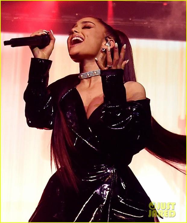 Cùng lý do sức khỏe, Ariana hát nhảy cực sung sau 3 ngày, Lady Gaga dời tour tới năm sau - Ảnh 2.