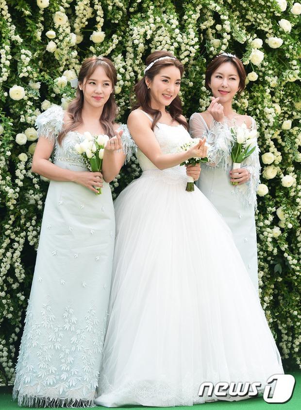 Hôn lễ đẹp nhất xứ Hàn: S.E.S tái hợp, chủ tịch SM Lee Soo Man cùng dàn sao khủng xuất hiện - Ảnh 11.
