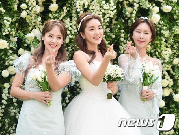 Hôn lễ đẹp nhất xứ Hàn: S.E.S tái hợp, chủ tịch SM Lee Soo Man cùng dàn sao khủng xuất hiện - Ảnh 12.