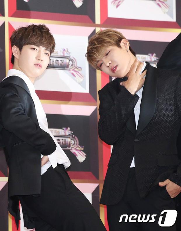 Không thích đẹp hoàn hảo, dàn mỹ nam Wanna One diễn sâu đến ngớ ngẩn, làm ảo thuật để gây chú ý trên thảm đỏ - Ảnh 12.
