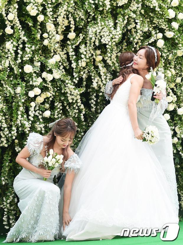Hôn lễ đẹp nhất xứ Hàn: S.E.S tái hợp, chủ tịch SM Lee Soo Man cùng dàn sao khủng xuất hiện - Ảnh 15.
