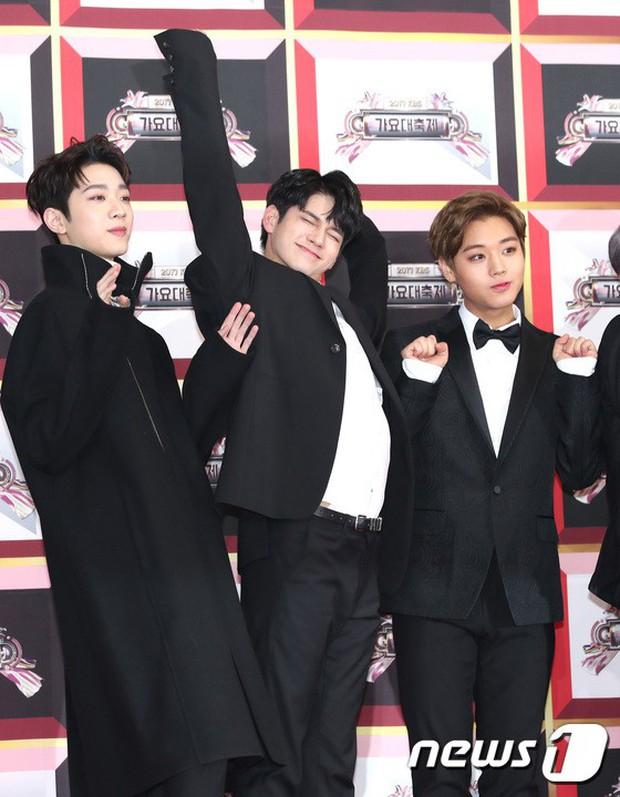 Không thích đẹp hoàn hảo, dàn mỹ nam Wanna One diễn sâu đến ngớ ngẩn, làm ảo thuật để gây chú ý trên thảm đỏ - Ảnh 6.