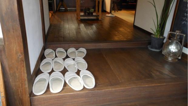 Vì sao người Nhật Bản, Hàn Quốc... luôn cởi giày trước khi vào cửa? Biết rồi bạn sẽ muốn học theo - Ảnh 3.