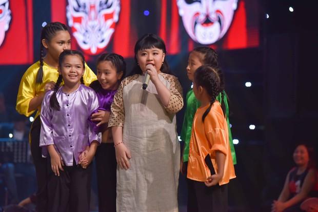 Sau album Bolero, Thủy Tiên mang cả gánh hát miền Tây lên truyền hình cho học trò nhí - Ảnh 4.